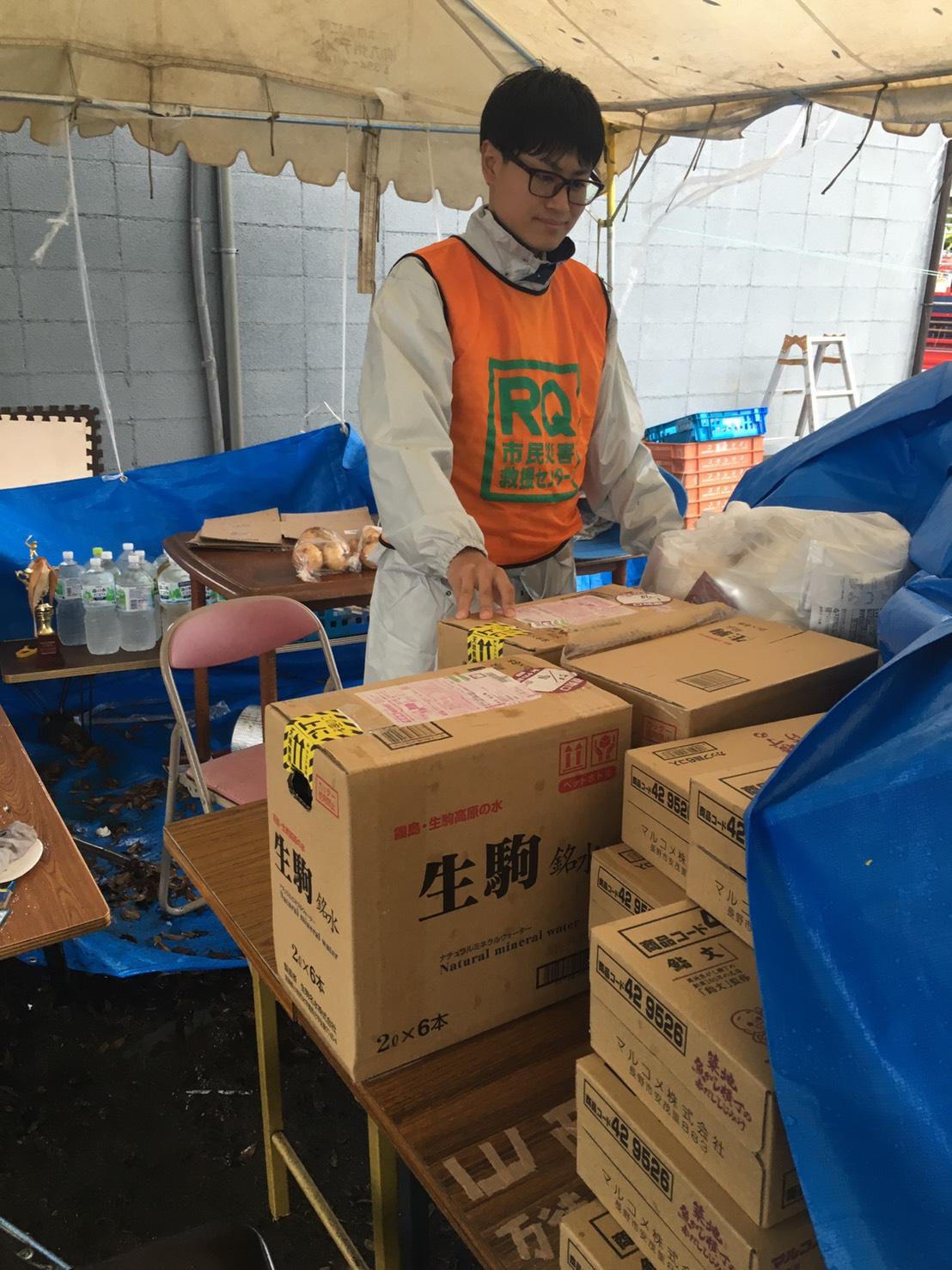西原村へ水など物資を運搬