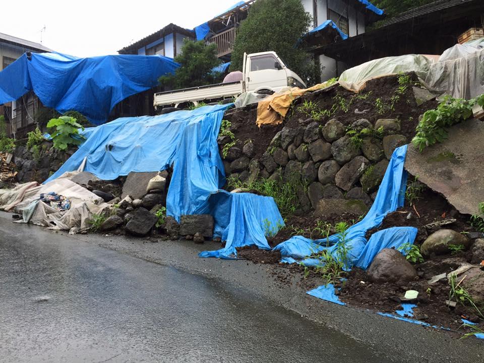 益城町小谷地区 こういった擁壁が至る所にあり、至る所で崩れています。